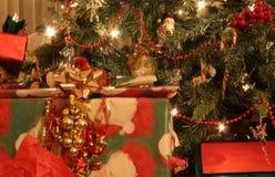 Árbol y presentes Imagen de archivo libre de regalías