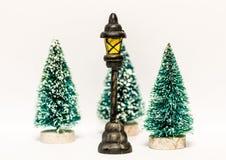 Árboles de navidad con la linterna aislada imagen de archivo