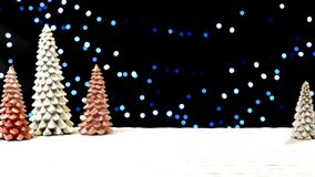 Árboles de navidad contra luces de hadas del bokeh Fotos de archivo