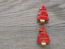 Árboles de navidad rojos Fotografía de archivo