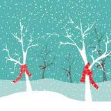 Árboles del invierno con las bufandas rojas de la Navidad en naturaleza de la nieve Ejemplo del vector en fondo que nieva azul Imágenes de archivo libres de regalías