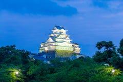 Árboles H anguloso del cielo de la puesta del sol del castillo de Himeji Jo Imágenes de archivo libres de regalías