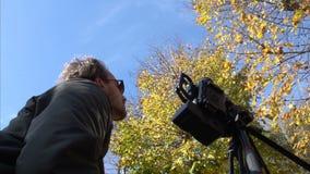 Árboles SF del otoño del tiroteo de Videographer almacen de video