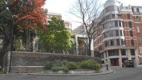 Árboles y edificios metrajes