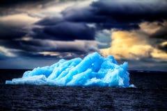 Área ártica Novaya Zemlya de la acción del hielo del iceberg Foto de archivo libre de regalías