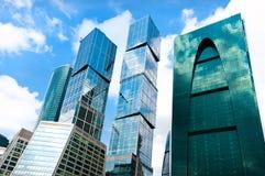 área comercial de los skycrapers de la Moscú-ciudad en el ruso Moscú Imagen de archivo libre de regalías