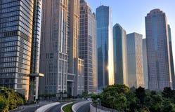 Área comercial urbana en Lujiazui, Shangai, China Foto de archivo libre de regalías