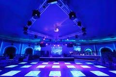 Área da dança com floorin Cosmodrome da iluminação Imagens de Stock