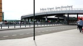 Área da entrada e do passageiro do aeroporto de Pulkovo vídeos de arquivo