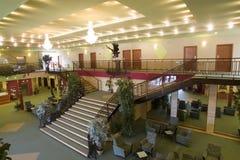 Área da entrada e do quarto do hotel imagens de stock