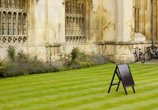Área da grama na frente da faculdade Cambridge dos reis Fotografia de Stock