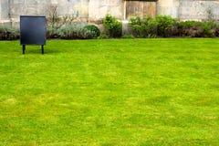 Área da grama na frente da faculdade Cambridge dos reis Imagem de Stock
