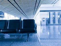 Área da partida do terminal de aeroporto foto de stock