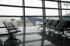 Área da partida do terminal de aeroporto para dentro fotografia de stock