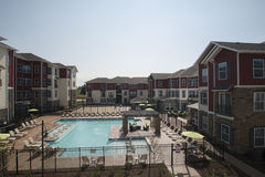 Área da piscina de gama alta fotos de stock royalty free