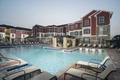 Área da piscina de gama alta fotos de stock