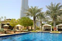 Área da piscina do hotel em Dubai da baixa Fotos de Stock Royalty Free