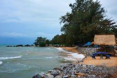 área da praia durante o baixo turista fotos de stock