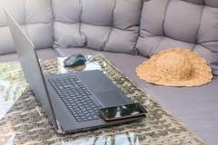 A área da sala de estar é usada para o trabalho da casa foto de stock