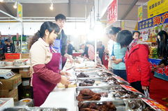 Área das vendas do alimento, em Baoan Shopping Festival, Shenzhen Imagens de Stock Royalty Free
