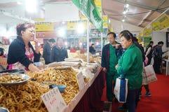 Área das vendas do alimento, em Baoan Shopping Festival, Shenzhen Fotografia de Stock Royalty Free
