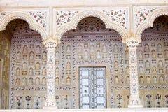 Área de assento ornamentado do imperador de Mughal do indiano Imagens de Stock