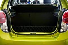 Área de carga del coche - tronco de coche fotos de archivo libres de regalías