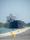 Área de embarcadouro de aproximação do navio de carga Fotos de Stock
