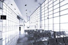 Área de espera da estação de comboio fotografia de stock royalty free