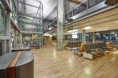 Área de espera do aeroporto internacional Zon interno terminal do embarque Imagem de Stock Royalty Free