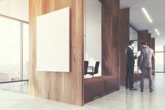 Área de espera de madeira escura, sala de conferências tonificada Imagens de Stock Royalty Free