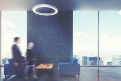 Área de espera no escritório, sofás azuis, lado, pessoa Imagem de Stock