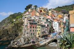 Área de la aldea de Riomaggiore en Cinque Terre Foto de archivo libre de regalías