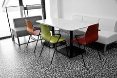 Área de la cocina en en una oficina Imagen de archivo libre de regalías