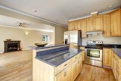 Área de la cocina en nueva casa vacía Foto de archivo