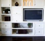 Área de la estantería de la hospitalidad en sala de estar Foto de archivo