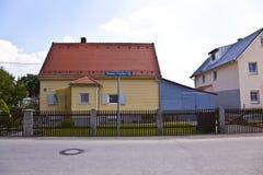 Área de la vivienda en una calle suburbana en Munich Fotos de archivo libres de regalías