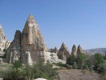 Área de montaña con las cuevas fotos de archivo libres de regalías