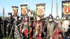 Área de Moscú, RUSIA - 22 de agosto de 2018: Cosplayers que muestra a Warhammer el traje acorazado del carácter del guerrero para almacen de video