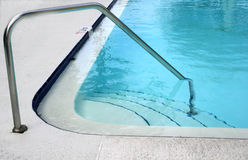 Área de piscina de la esquina imagen de archivo