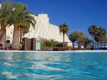 Área de piscina del hotel Foto de archivo