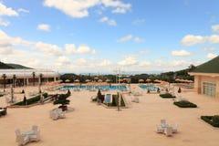 Área de piscina del hotel de lujo Fotografía de archivo