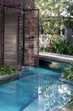 Área de piscina tropical Fotos de archivo libres de regalías