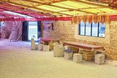 Área de recreação de um hotel nos planos de sal de Uyuni, Bolívia de sal velho Fotos de Stock Royalty Free