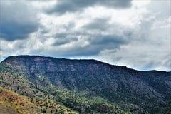 Área de região selvagem da garganta de Salt River, floresta nacional de Tonto, Gila County, o Arizona, Estados Unidos foto de stock