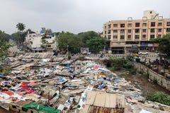 Área de tugurios en Bangalore, la India fotos de archivo