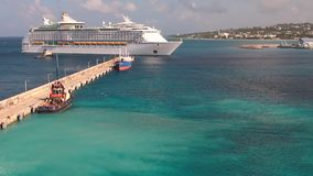 Área del agua del puerto y del trazador de líneas de la travesía Bridgetown, Barbados almacen de metraje de vídeo
