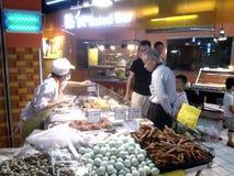 Área del alimento cocido del supermercado Foto de archivo libre de regalías