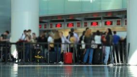 Área del enregistramiento de los viajeros del aeropuerto almacen de video