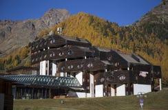 Área del esquí en Kurzras Maso Corto - Sporthotel fotografía de archivo libre de regalías